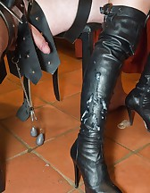 Ballbusted slave, pic #11