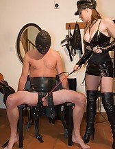 Ballbusted slave, pic #2
