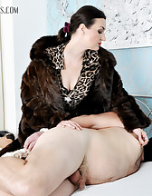 Victoria In Furs, pic #2
