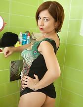 Ella in the Bathroom, pic #7