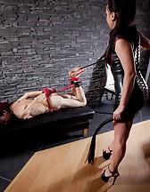 Curvy Mistress, skinny slave, pic #12
