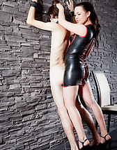Curvy Mistress, skinny slave, pic #9